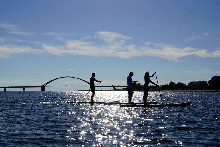 SUP Fehmarn Fehmarnsundbrücke Tour buchen anmelden preise Stand up paddle Camping Miramar Vermietung Verleih