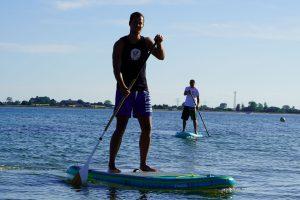 Stand Up Paddle Spaß auf der Ostsee Stand Up Paddeling Board mieten leihen oder Anfängerkurs buchen